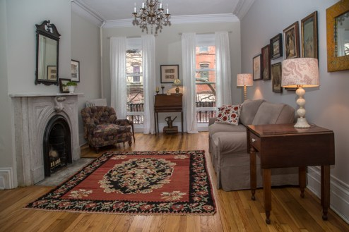 717 Garden St - living room