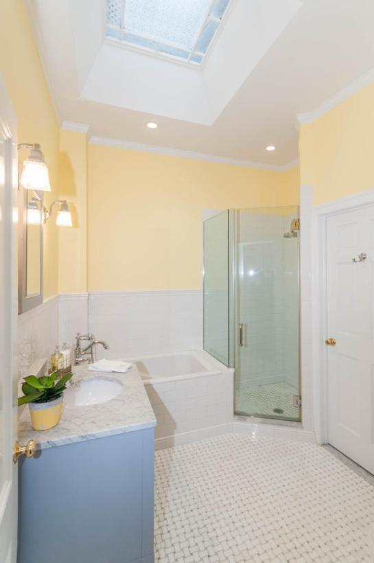 1111 Bloomfield St Hoboken NJ-large-005-6-Bathroom-665x1000-72dpi