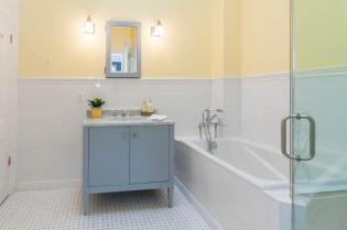 1111 Bloomfield St Hoboken NJ-large-006-8-Bathroom-1500x997-72dpi