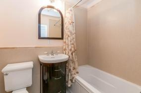 1111 Bloomfield St Hoboken NJ-large-022-22-Bathroom-1500x997-72dpi