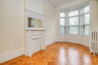 722 Hudson St - hall room
