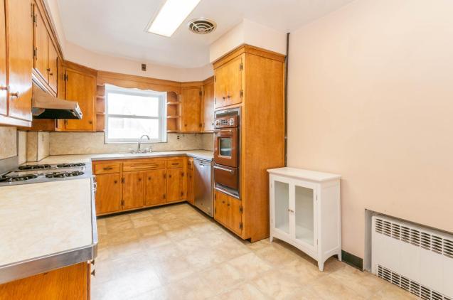 722 Hudson St - kitchen