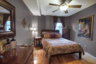 920 Jefferson St #304 - bedroom