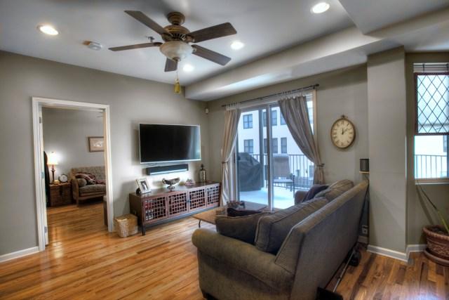 920 Jefferson St #304 - living 2