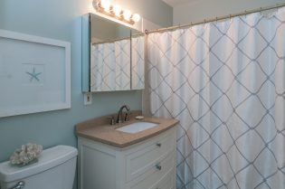 1115 Willow Ave 202 bathroom