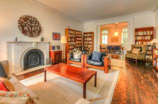 526 Bloomfield St living room 2
