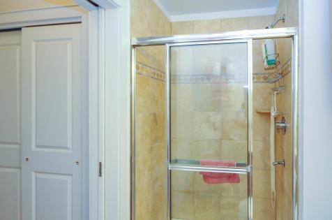904 Jefferson St 6G bathroom 4