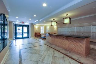 904 Jefferson St 6G foyer 1