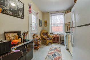 907 Washington St - 01 Apartment kitchen