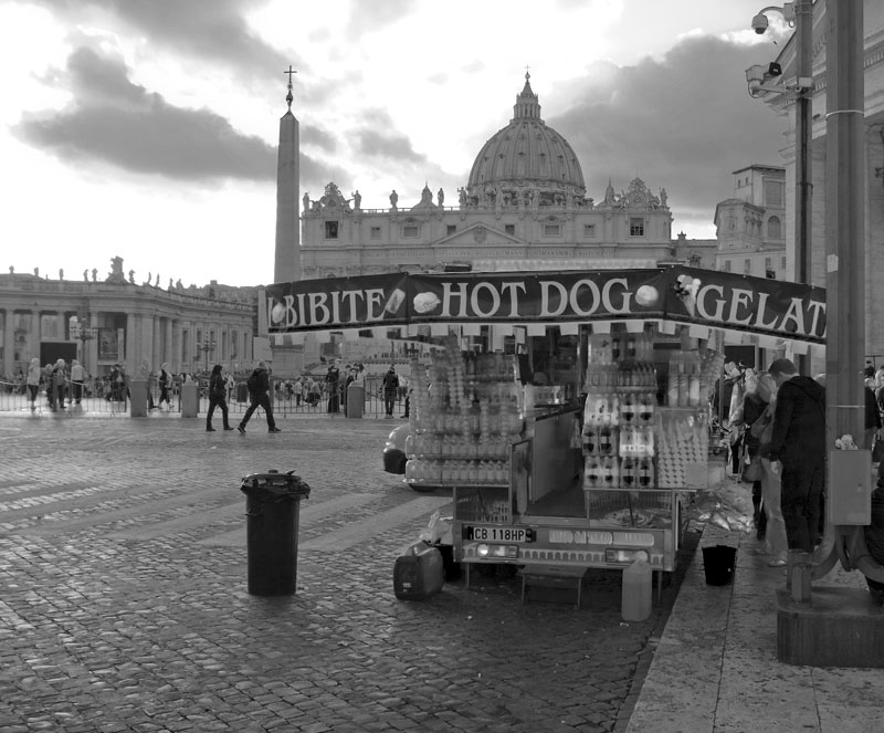 Vatican_hot_dog