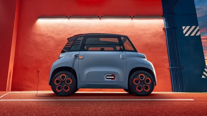 This Electric Tiny Car Can Be Rented For The Price Of An Electric Scooter