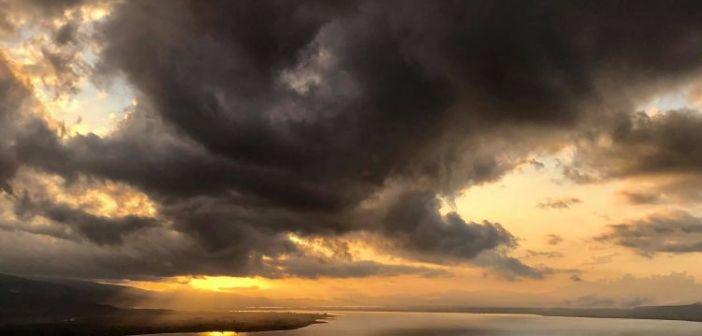 Η Τριχωνίδα κάτω από τα σύννεφα (ΔΕΙΤΕ ΦΩΤΟ)