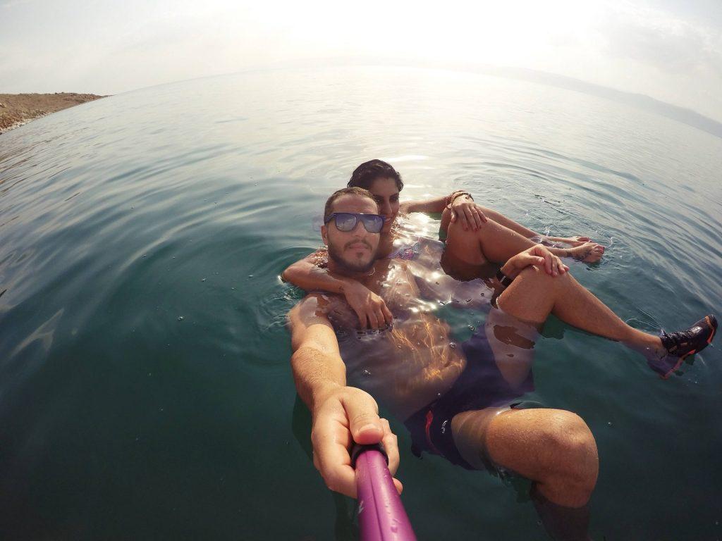 Flotando en el Mar Muerto. Que hacer en Jordania