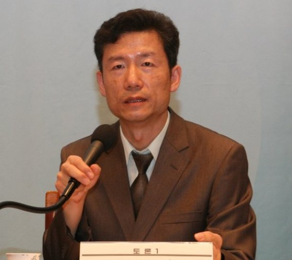 "Kim Young-hwan has, since his ""conversion,"" positioned himself in the active sphere as an activist for North Korean human rights, insisting that the issue is not merely an internal issue but an international one worthy of global attention. 