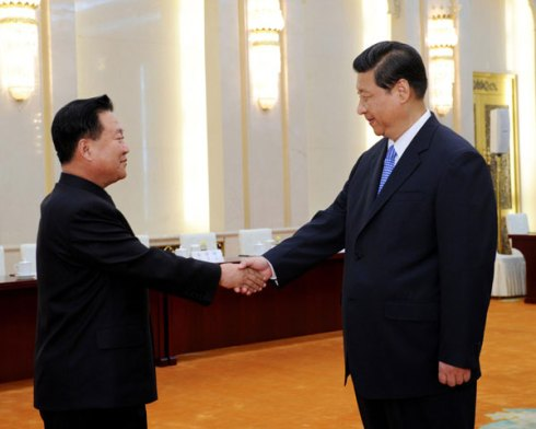 Stiff-armed handshake: Choe Ryong-hae meets Xi Jinping in his civilian clothes | image via Xinhua
