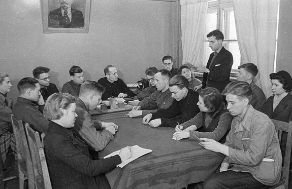 A Komsomol meeting from 1932. | Image: Wikipedia