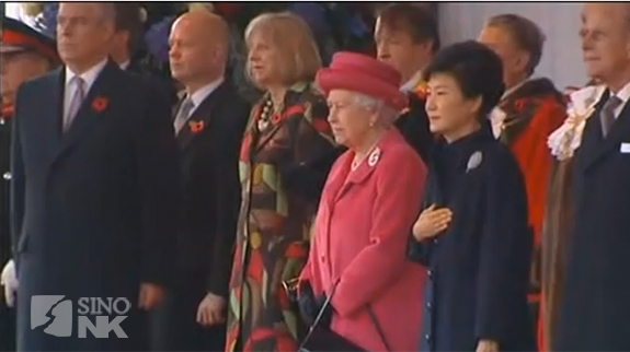 South Korean President Park Geun-hye and Britain's Queen Elizabeth II during a ceremony to commemorate British soldiers who served in Korean War. | Image: GNC Global News Channel
