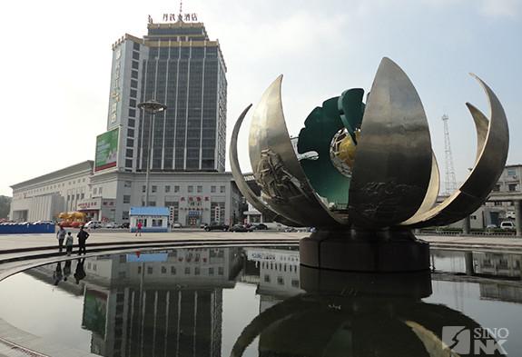 At the Dandong railroad station, gateway to North Korea   Image: Matthew Bates/Sino-NK