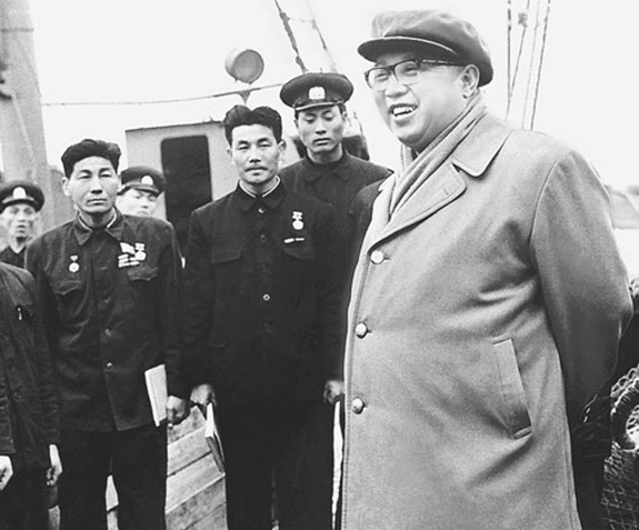 Kim Il-sung and deep sea trawlermen |Image: kannc.org