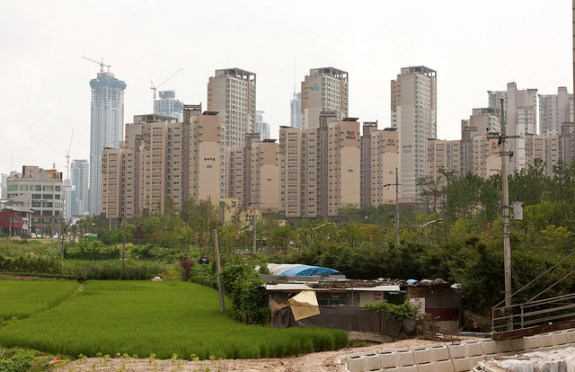 Apartment buildings piercing the skyline in Suwon (a suburb of Seoul). | Image: Colinwood0/Flickr, Creative Commons 2.0