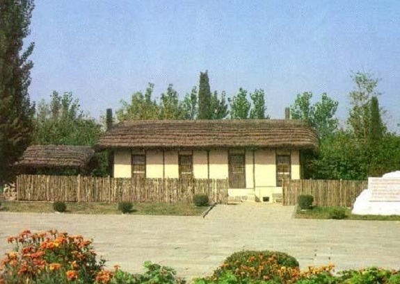 The house in Hoeryong said to be the birthplace of Kim Jong-suk.   Image: Foreign Languages Publishing House