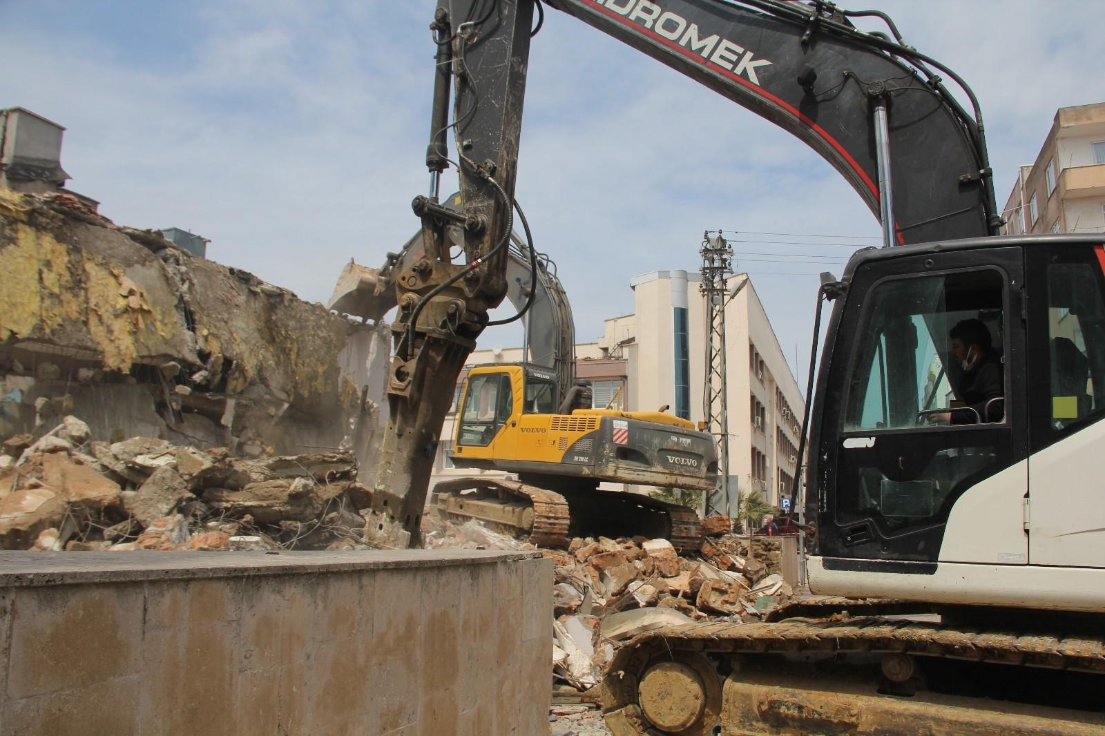 Sinop'un 30 yıllık hayali gerçekleşiyor: Meydan Projesi'nde yıkım başladı
