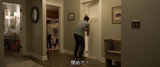 バスルームの扉を開ける夫に中から「閉めて!」と長女の声