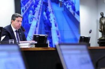 Com governo desarticulado, Centrão dá as cartas e força mudança em reforma