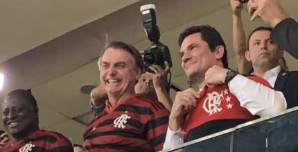 Bolsonaro e Moro são aplaudidos na vitória do Flamengo em que o juiz não marcou pênalti