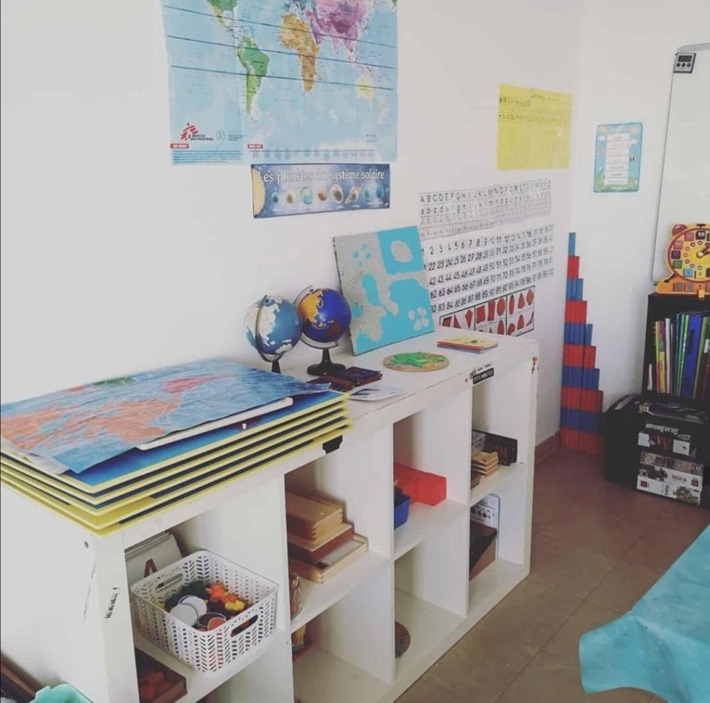 une classe Montessori pour l'Instruction en famille