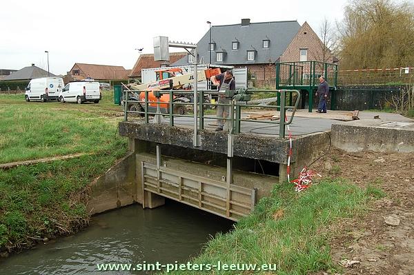2013-04-17-stuw-automatisatie-wachtbekken-Volsem