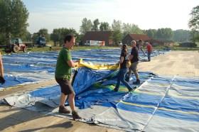 2013-08-09-hoebelfeesten_Vlezenbeek_opbouw-tent_02