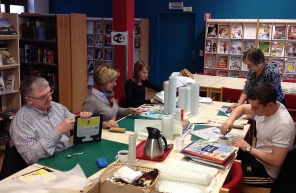 2013-12-17-vrijwilligers-kaften-boeken-bibliotheek