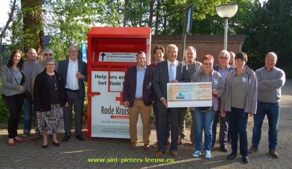 2015-05-08-PC_kledijcontainer_rode-kruis_03