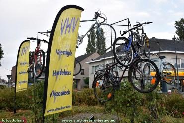 2016-09-16-versiering-rotonde-vlezenbeek-enecotour_02