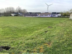 2021-04-09-gras-voetbalveld-FC-Negenmanneke_in_Ruisbroek