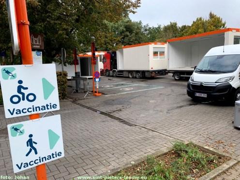 2021-10-15-vaccinatiecentrum-containers-in-opbouw_01