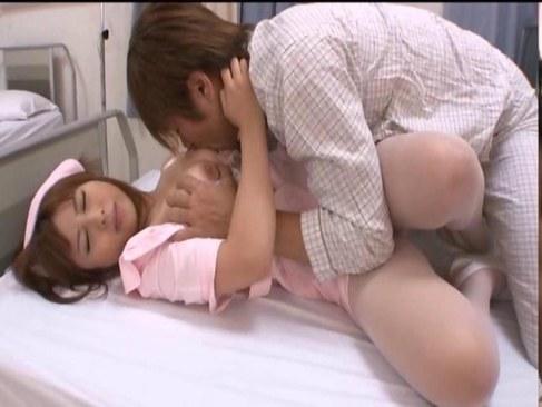 新人の可愛いナースが性欲の溜まった患者におまんこを突かれる潮吹き動画