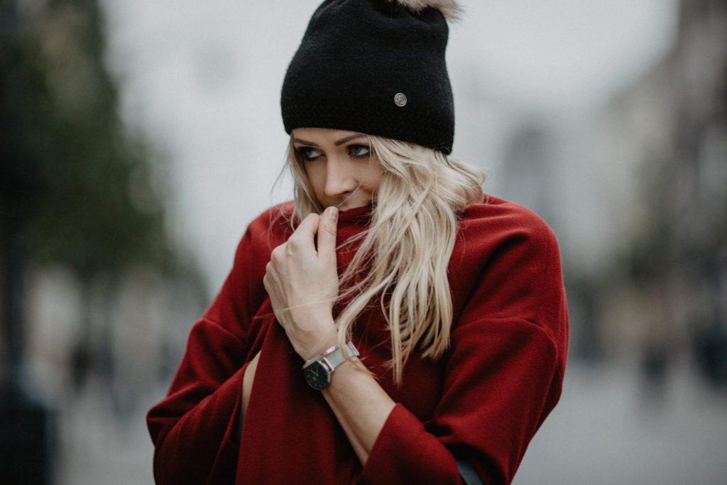 Płaszcz do czapki z pomponem