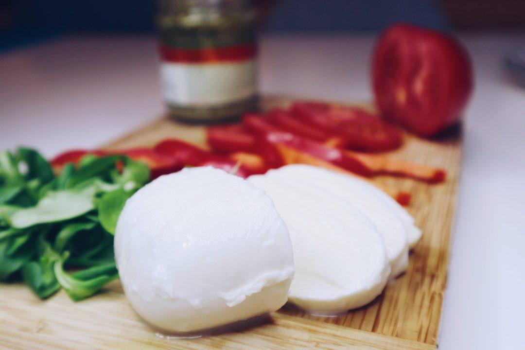5 pomysłów na tosty z grilla z pesto i mozzarellą