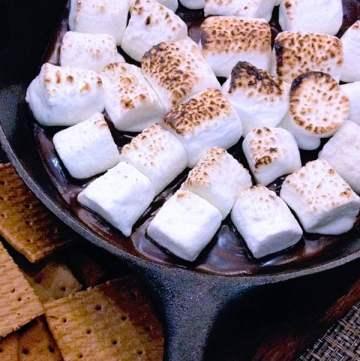 cast iron skillet smores marshmellow dessert