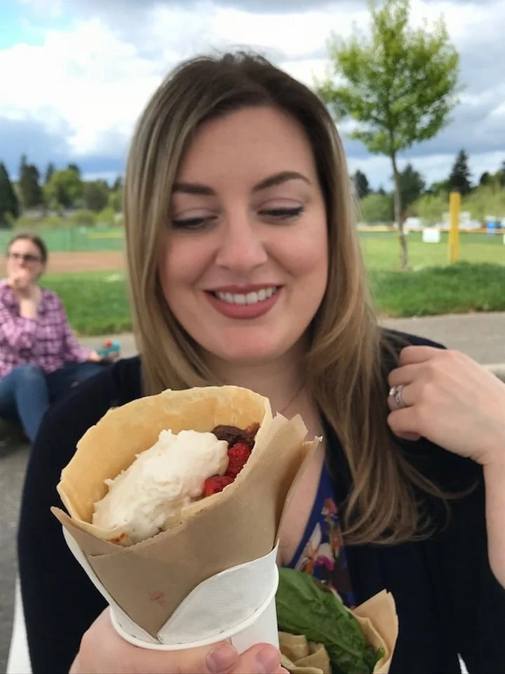 cafe de crepe pdx food truck dessert crepe with strawberries