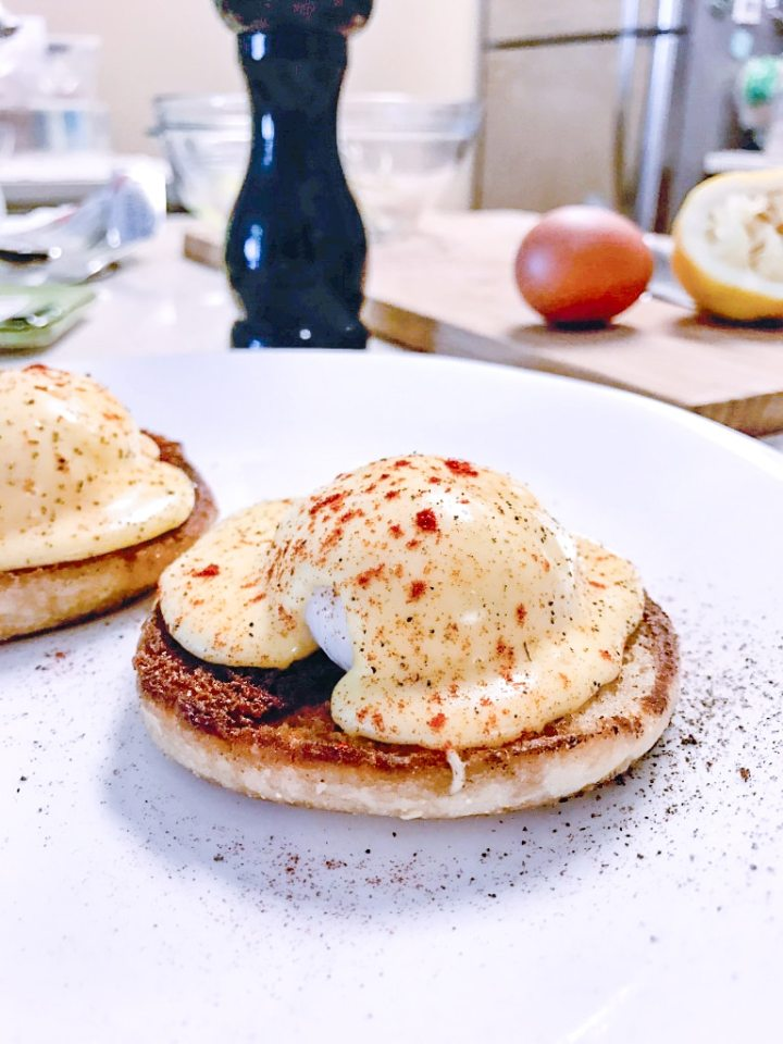 sous vide poached eggs benedict recipe on english muffin