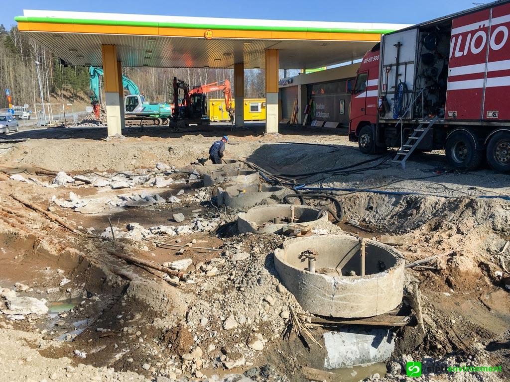 ABC Petikko. Jakeluaseman rakenteiden purku ja maaperän kunnostus.