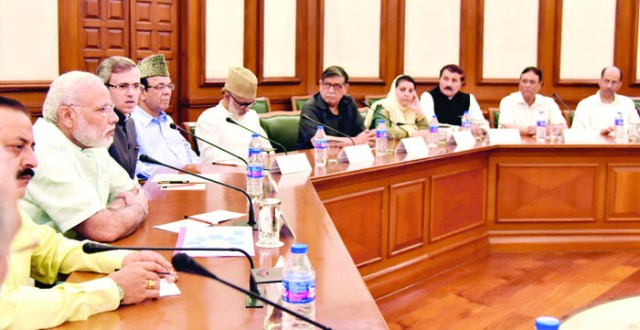 A delegation of Opposition Parties from Jammu & Kashmir meeting the Prime Minister, Shri Narendra Modi, in New Delhi on August 22, 2016.