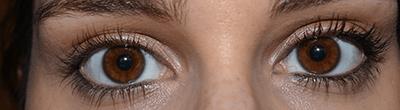 ojos con una capa de mascara de pestañas