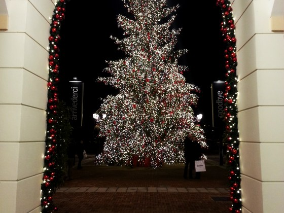 MrArthurGlen Designeroutlet: Christmas Tree
