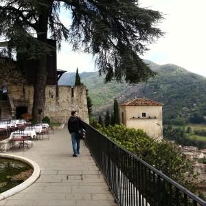 Castelbrando: La Fucina e vista sulla valle