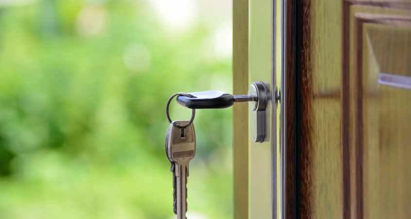 black handled key on key hole