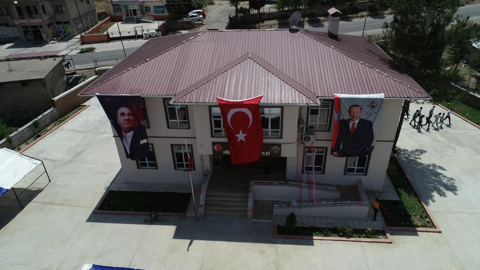 Şenlik havasında belediye hizmet binası açıldı